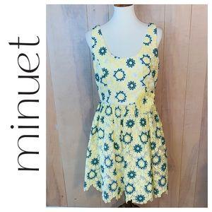 NWT Minuet Yellow Daisy Dress. Size Large